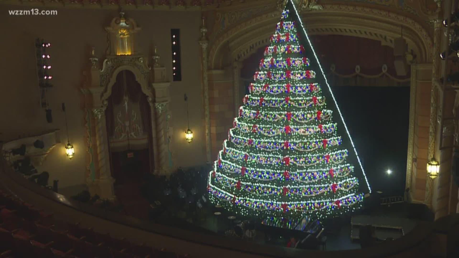 Singing Christmas Tree Muskegon 2021 Take A Trip Behind The Scenes Of Mona Shores Singing Christmas Tree King5 Com